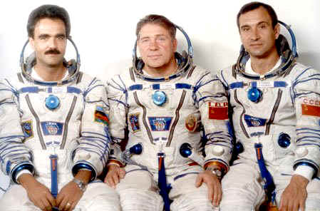 1979 Lyakhov, Sattar Momand and Soviet doctor Valery Polyakov in Sputnik Flight